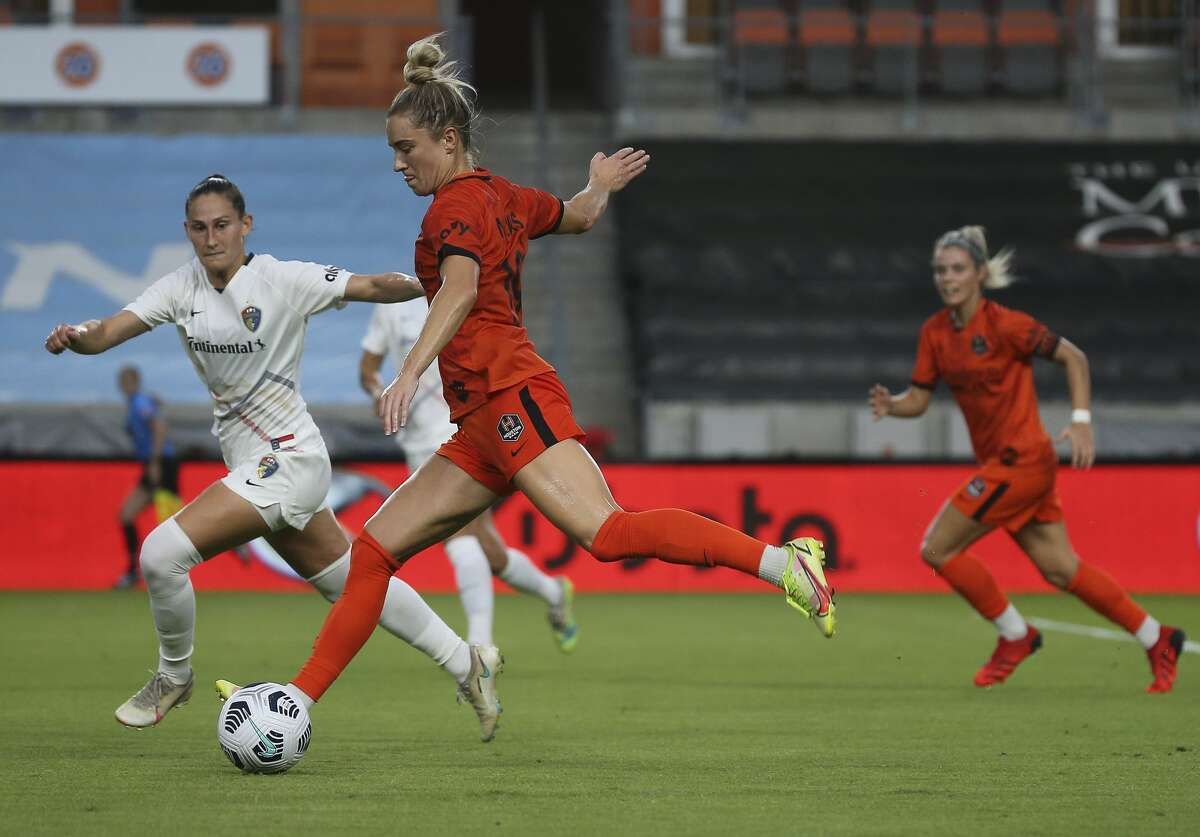 Houston Dash midfielder Kristie Mewis (19) takes a shot on goal during the first half of the NWSL match against the North Carolina Courage Sunday, Oct. 10, 2021, at BBVA Stadium in Houston.