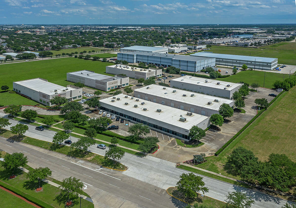 Commerce Center Sugar Landis home to 11 tenants in the environmental, energy, manufacturing and market research industries.