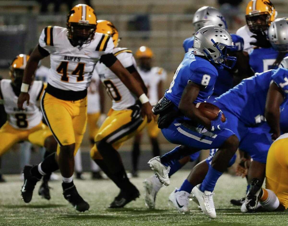 Willowridge running back Javin Chatman (8) runs the ball against Fort Bend Marshall during an 11-5A matchup at Hall Stadium Thursday, Nov. 12, 2020 in Missouri City.