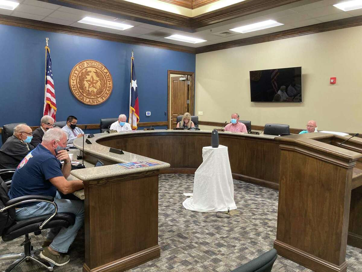 On Monday, the Nederland City Council approved the Economic Development Corporation's plan to purchase the Bank of America Building.