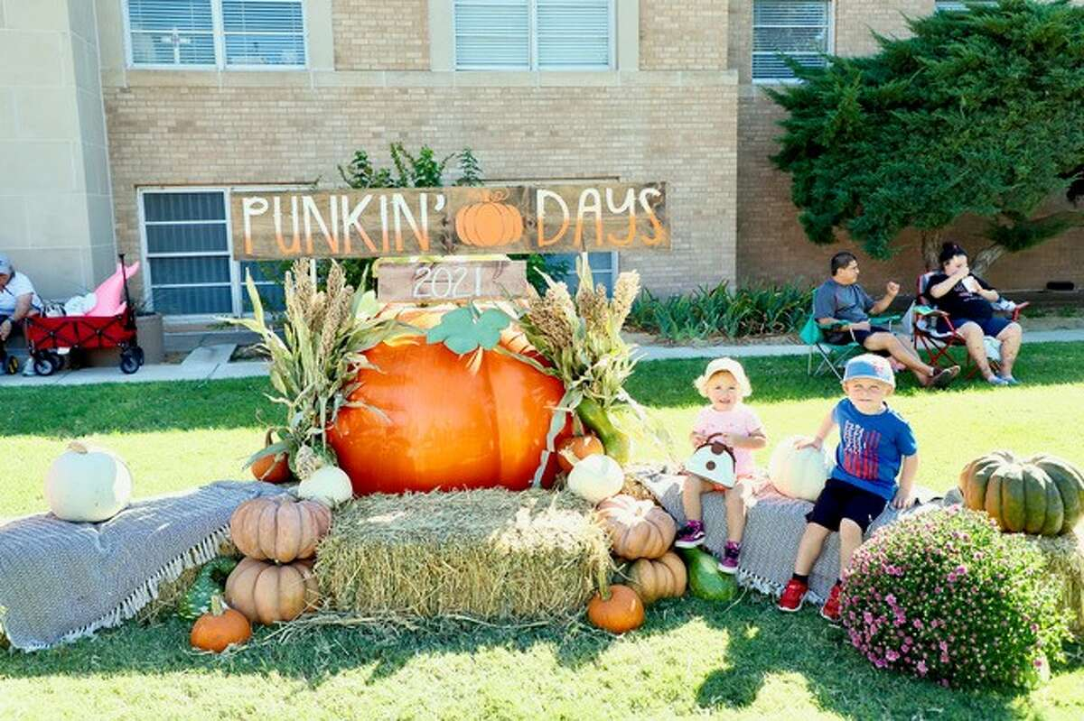 Floydada celebrated its 36th annual Punkin Days event last week and wrapping up the festivities on Saturday. Activities included a pancake breakfast, a car show, a BBQ cook-off, vendor booths, Mimosa and Wine Tasting events and more. The event was put on by the Floydada Chamber of Commerce.