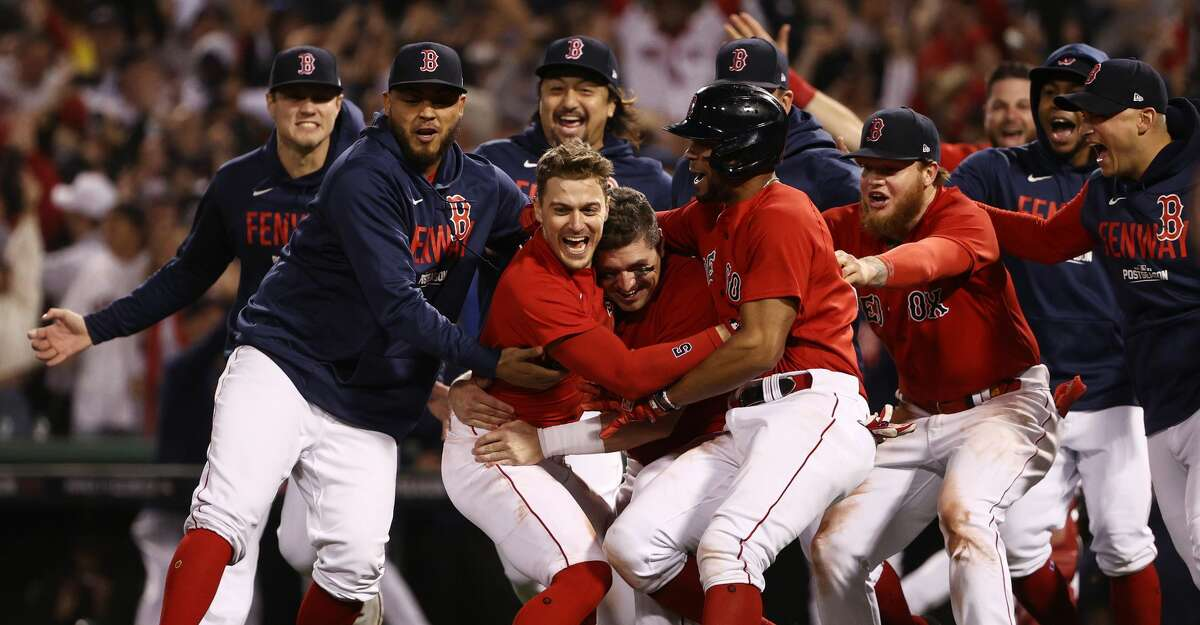 Enrique Hernandez #5 of the Boston Red Sox celebrates with teammates after they defeated the Tampa Bay Rays 6 to 5 during Game 4 of the American League Division Series at Fenway Park on October 11, 2021 in Boston, Massachusetts. (Photo by Winslow Townson/Getty Images)