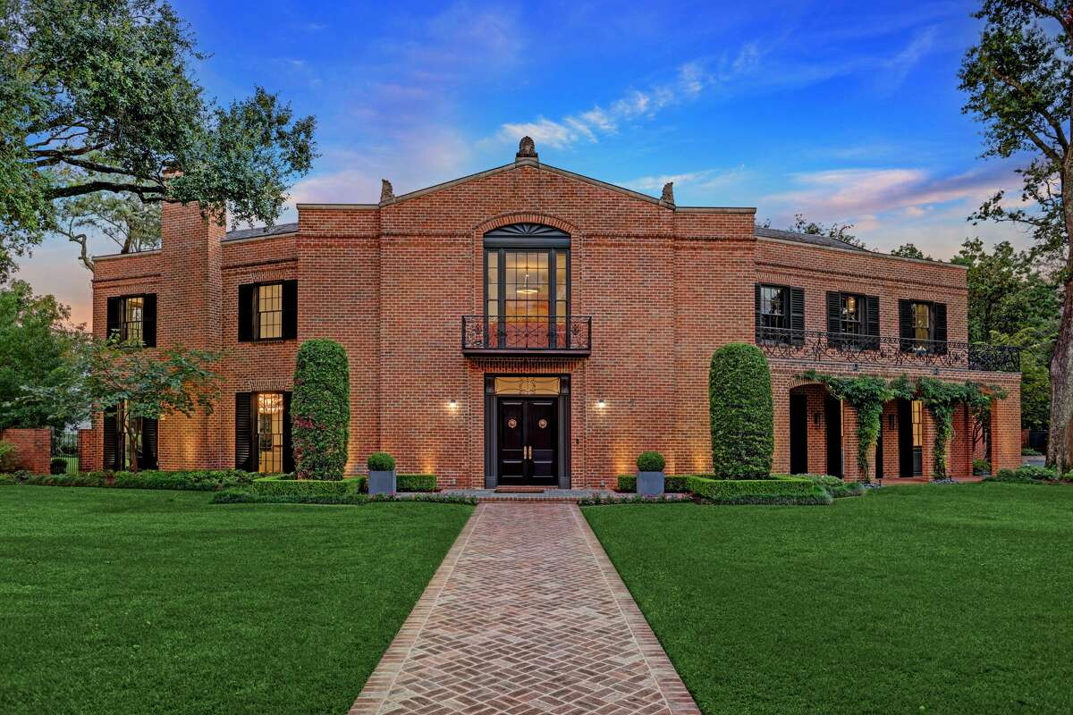 Located at 3 Remington Lane in Shadyside, this historic mansion was designed in 1939 by renowned Houston architect John Staub. The home was built for the daughter of Joseph Cullinan, who founded Texaco and shaped the oil industry in Texas. The home is up for sale for $12.5 million after being completely renovated.