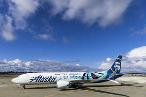 Alaska Airlines celebrates the Seattle Kraken'€™s inaugural season with bold livery