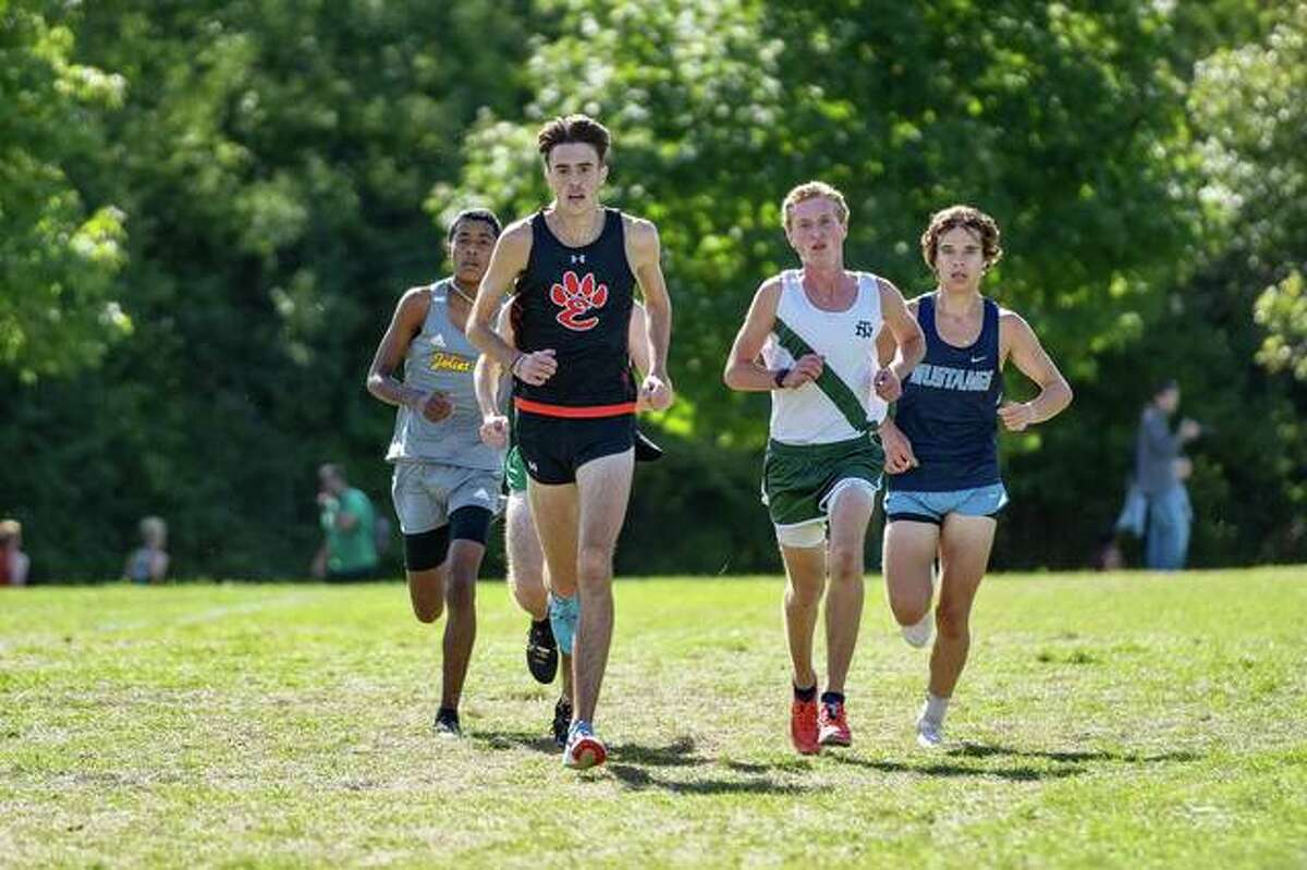 Edwardsville senior Ryan Watts leads a pack of runners during the Palatine Invitational.