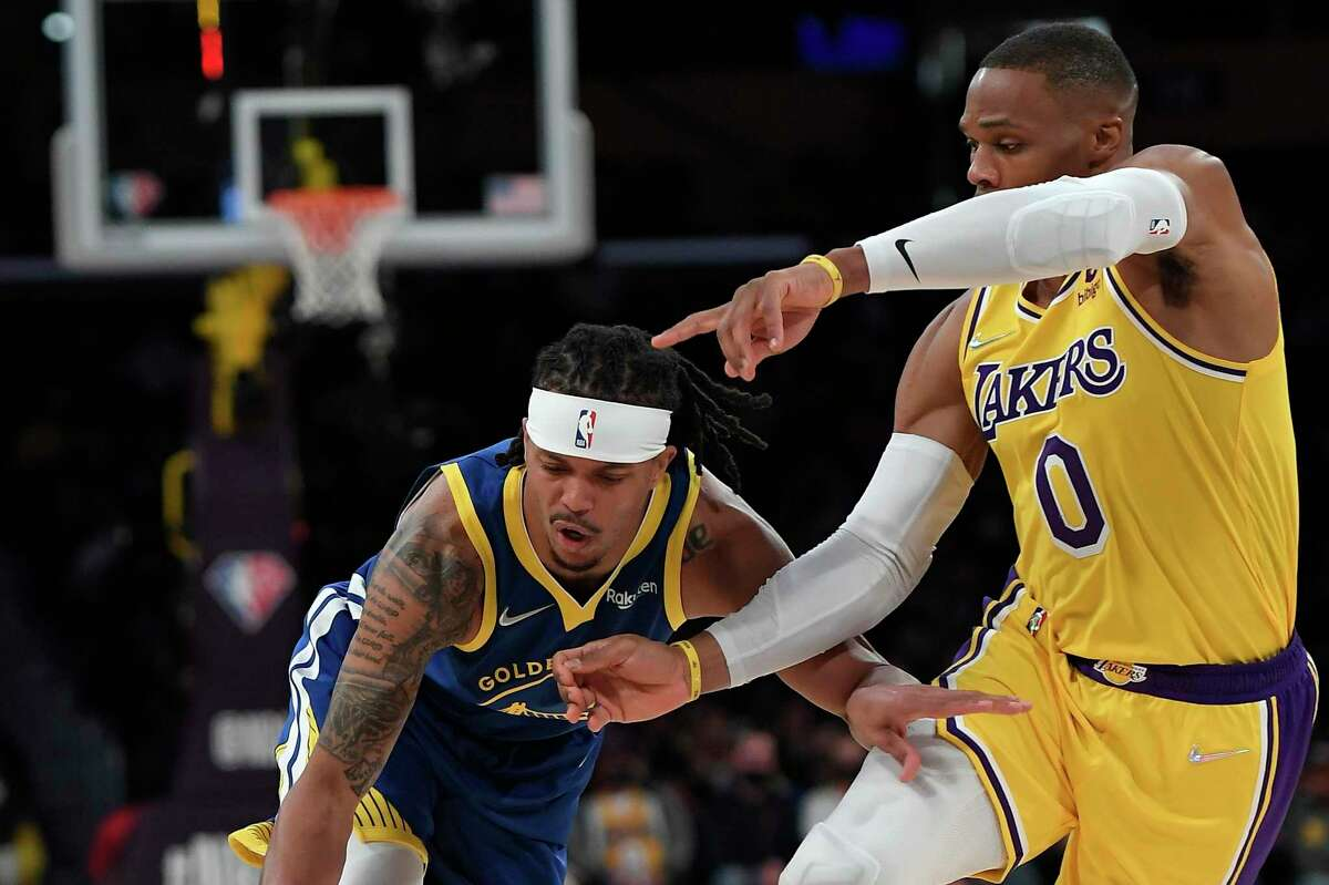 LOS ANGELES, CA - OCTOBER 12: Damion Lee #1 of the Golden State Warriors drives to the basket against Russell Westbrook #0 of the Los Angeles Lakers during the first half of a preseason basketball game at Staples Center on October 12, 2021 in Los Angeles, California. NOTE TO USER: User expressly acknowledges and agrees that, by downloading and/or using this Photograph, user is consenting to the terms and conditions of the Getty Images License Agreement. (Photo by Kevork Djansezian/Getty Images)