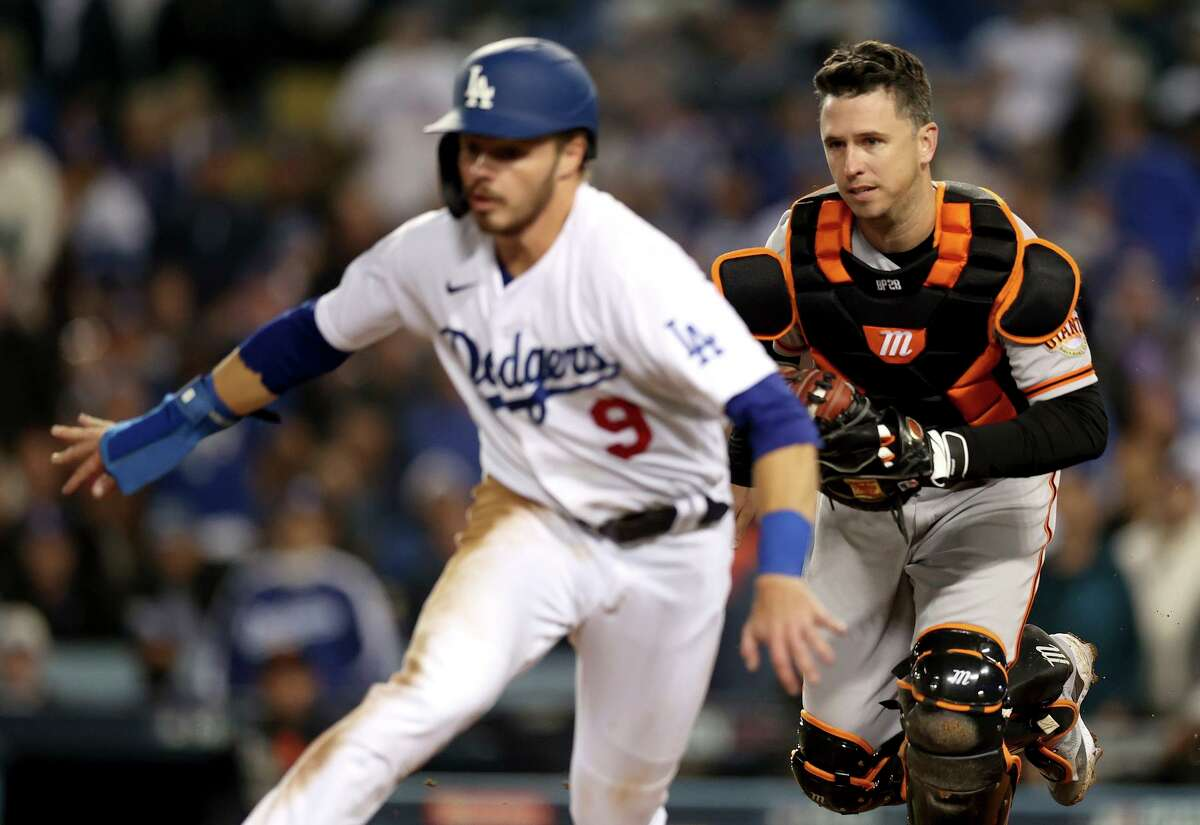 LOS ANGELES, CALIFORNIA - OCTOBER 12: Buster Posey #28 of the San Francisco Giants tags out Gavin Lux #9 of the Los Angeles Dodgers during the fifth inning in game 4 of the National League Division Series at Dodger Stadium on October 12, 2021 in Los Angeles, California. (Photo by Ronald Martinez/Getty Images)