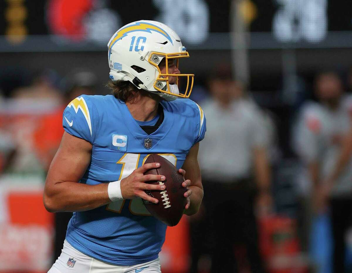 INGLEWOOD, CALIFORNIA - OCTOBER 10: Justin Herbert #10 of the Los Angeles Chargers at SoFi Stadium on October 10, 2021 in Inglewood, California. (Photo by Ronald Martinez/Getty Images)