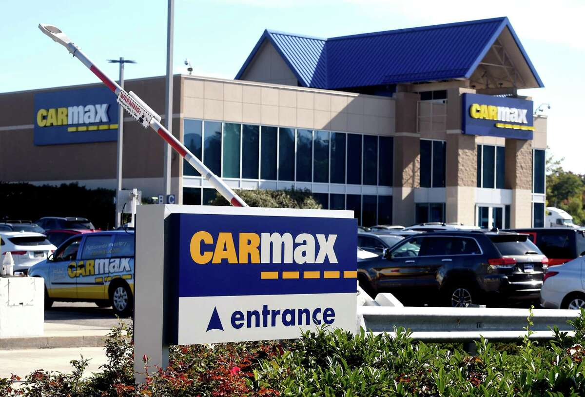 CarMax on Frontage Road in East Haven