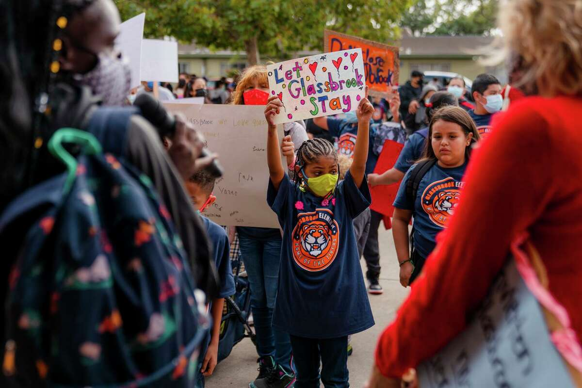 First-grader Elizabeth Raye Gomes joins a rally with her mother, Chanelle Jones, at Glassbrook Elementary School.