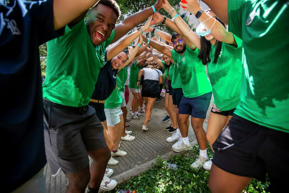 Rice students form a human tunnel for new students outside of Baker Hall during move-in day at Rice University on Sunday, Aug. 15, 2021.