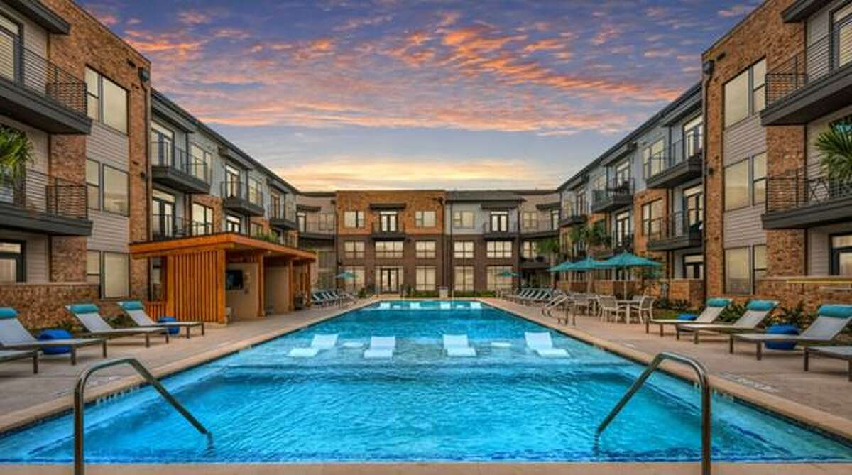 The Praedium Group has acquired the 330-unit Lenox Grand Crossing apartments at 23615 Western Centre Drive in Katy.