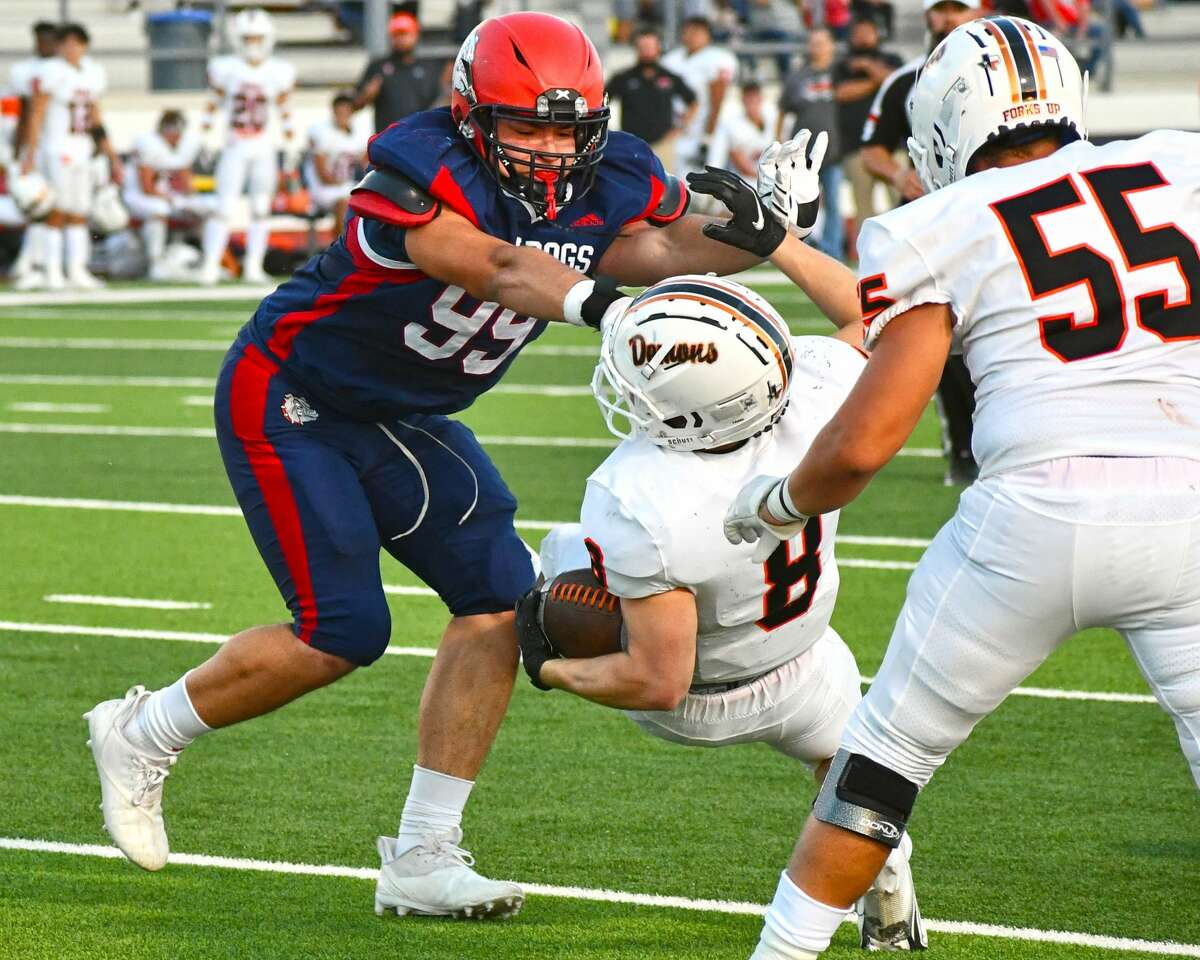 Lineman Justice Deleon and the Plainview defense will be tasked with limiting the Canyon Randall rushing attack on Friday.