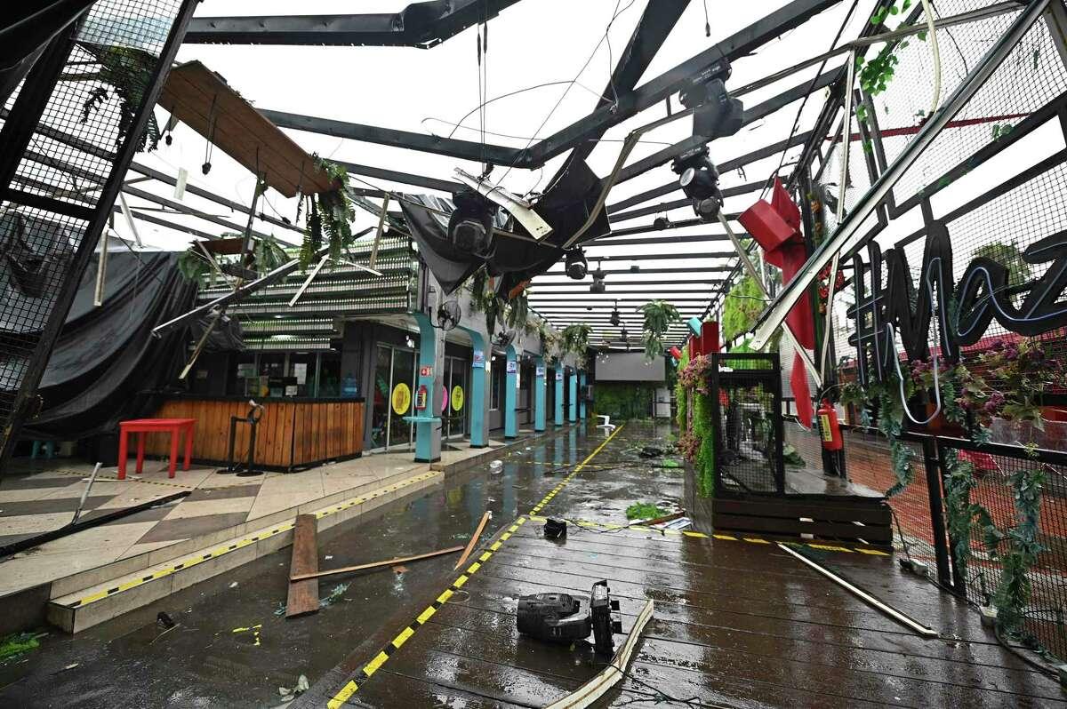 Una zona de comercios dañada por el paso el huracán Pamela, en el puerto de Mazatlán, México, en costas del Pacífico el 13 de octubre de 2021.