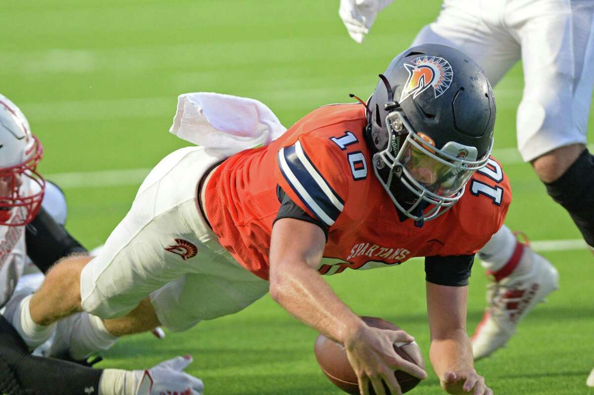Scott Stanford (10) of Seven Lakes dives for a touchdown during the second quarter of a non-District football game between the Seven Lakes Spartans and the Memorial Mustangs on Friday, August 27, 2021 at Rhodes Stadium, Katy, TX.