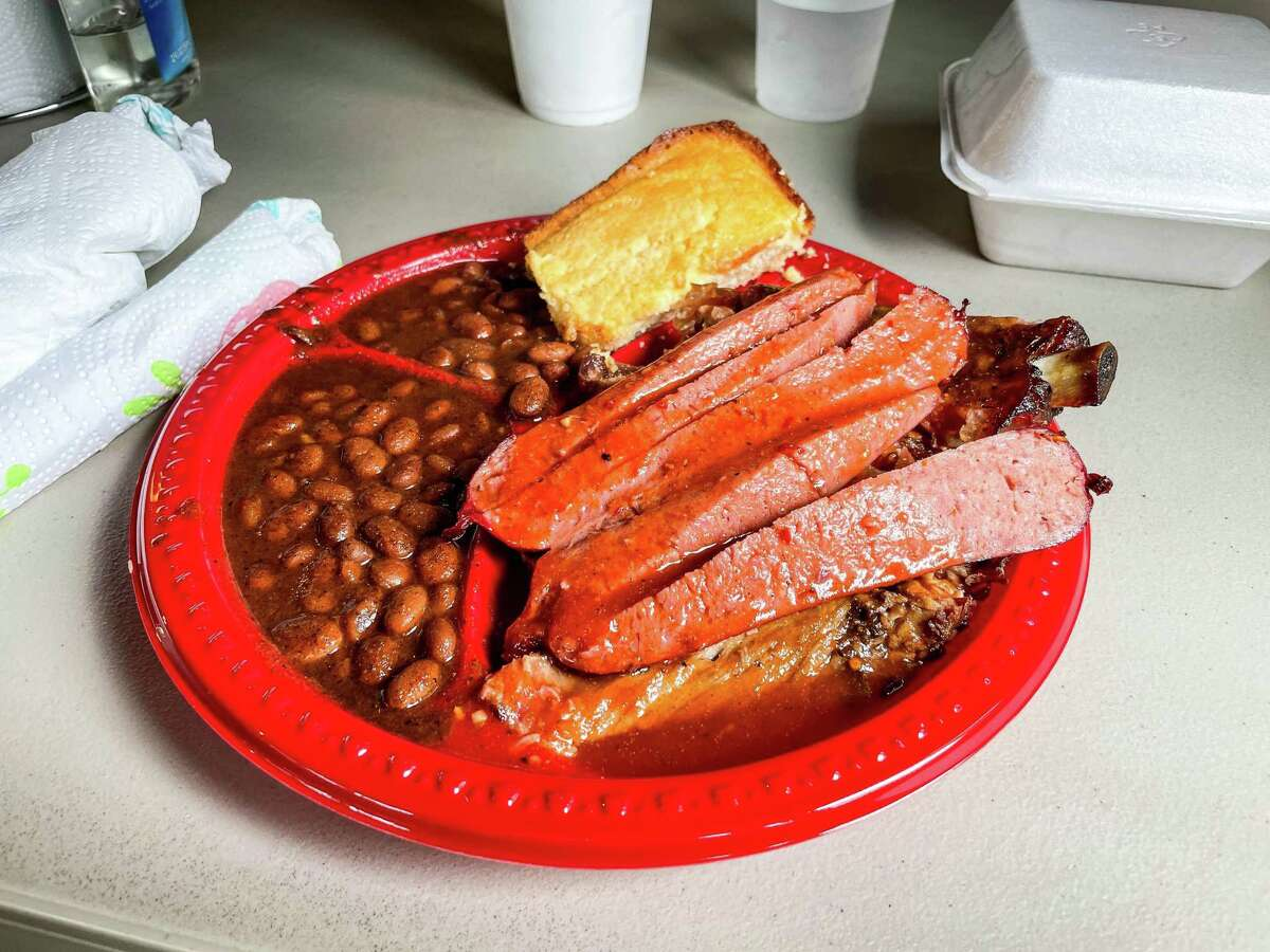 Barbecue plate at Pat Gee's BBQ in Tyler