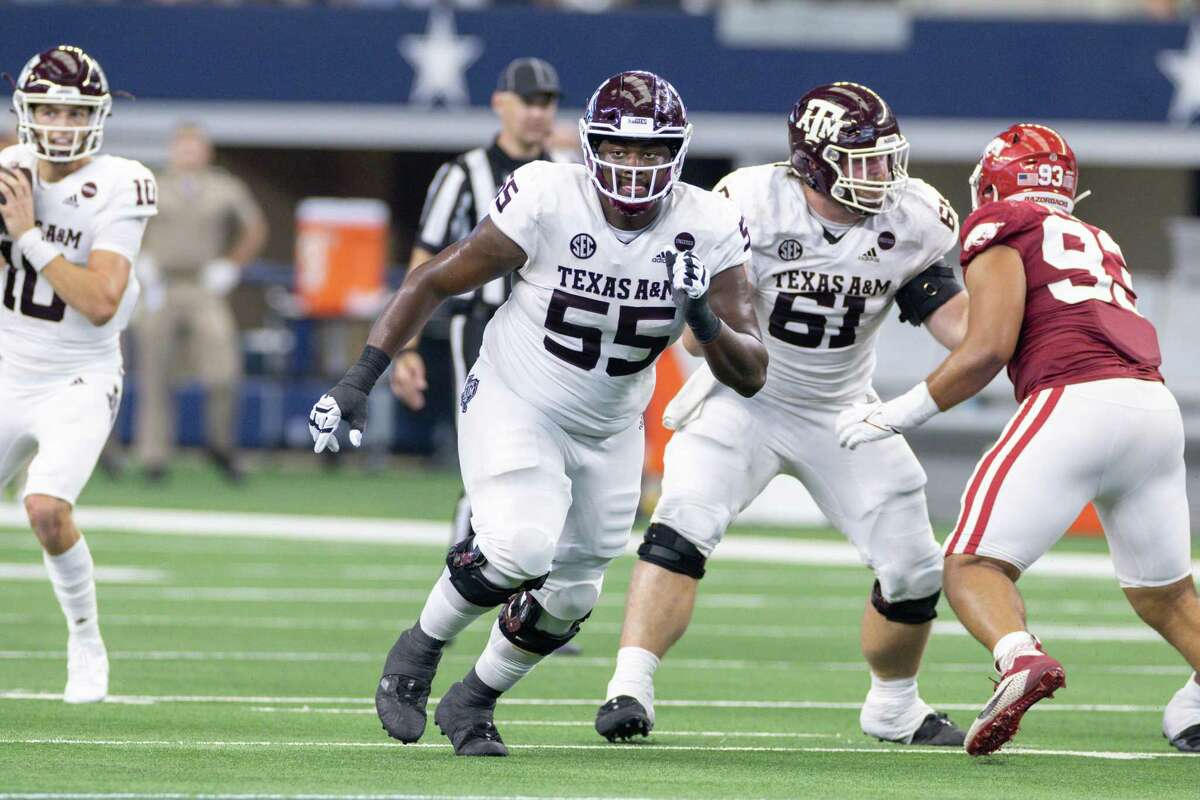 Texas A&M Aggies offensive lineman Kenyon Green (#55) runs up field during the Southwest Classic college football game between the Texas A&M Aggies and Arkansas Razorbacks on September 25, 2021 at AT&T Stadium in Arlington, Texas.