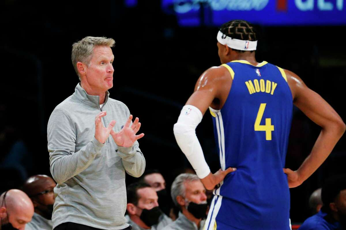 Golden State Warriors head coach Steve Kerr talks with guard Moses Moody during the first half of a preseason NBA basketball game against the Los Angeles Lakers in Los Angeles, Tuesday, Oct. 12, 2021. (AP Photo/Ringo H.W. Chiu)