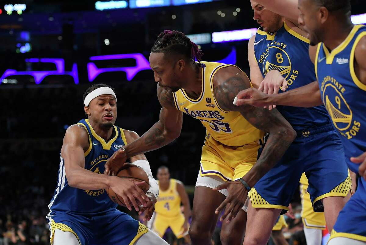 Moses Moody (left) of the Warriors steals the ball from Dwight Howard of the Lakers during the second half of Tuesday's game.