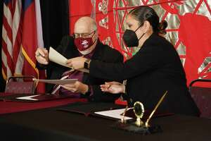 TAMIU president Dr. Pablo Arenaz and LC Interim President Dr. Marisela Tijerina sign a collaborative Memorandum of Understanding to facilitate a seamless transition between both institutions for students.