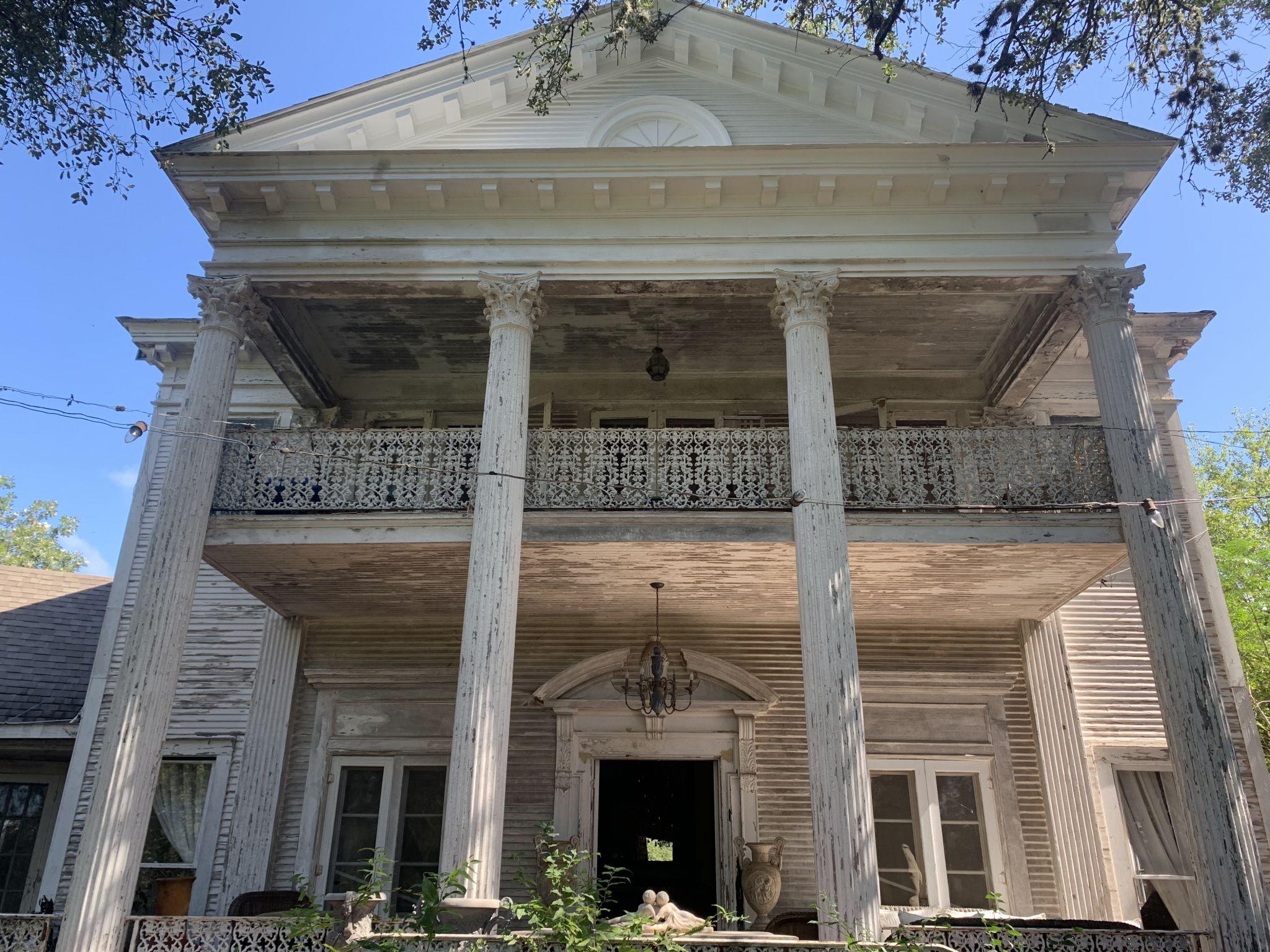 Propietaria del histórico Black Swan Inn de San Antonio revela sus experiencias paranormales