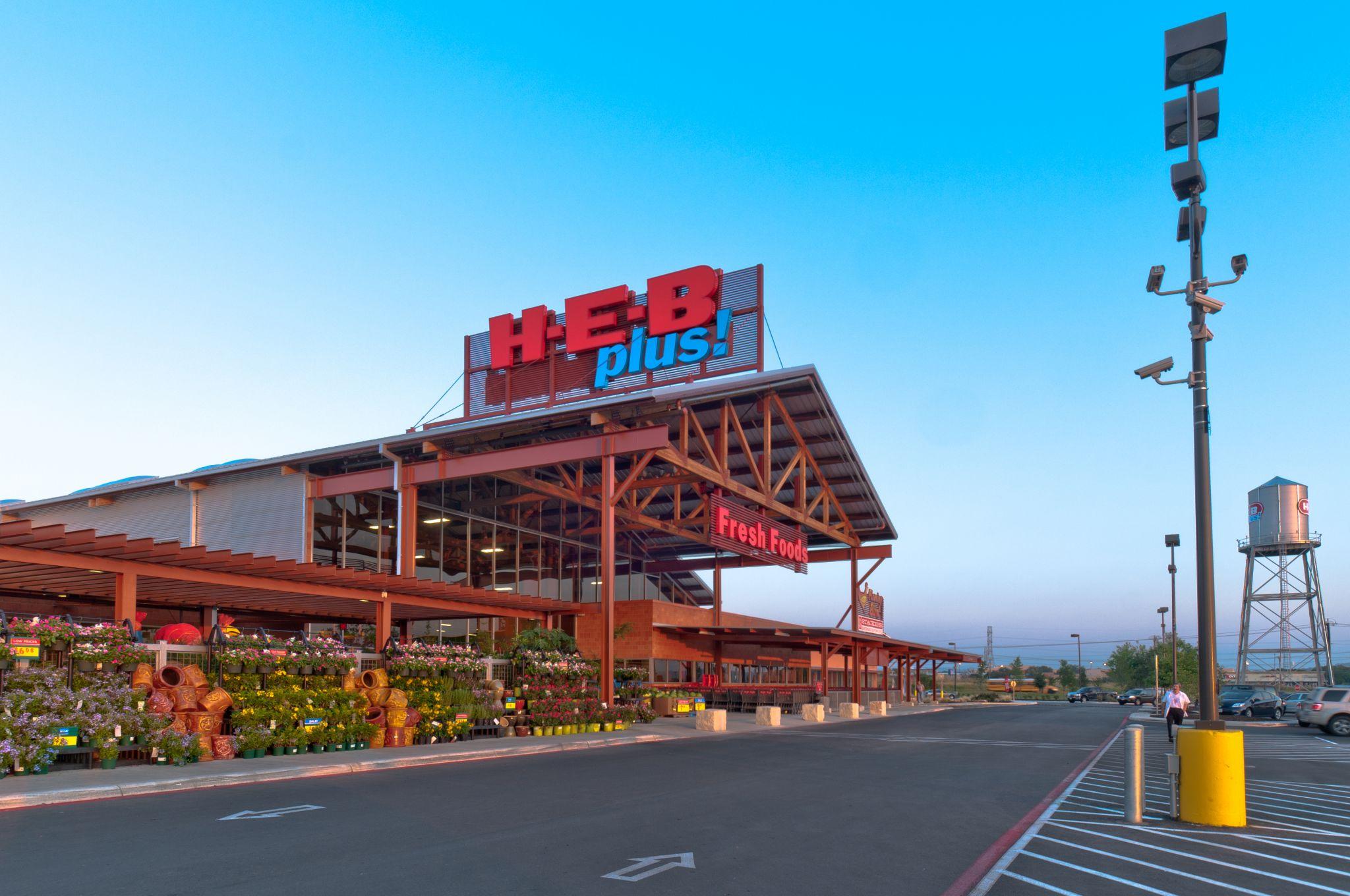 HEB planea expandirse a su tienda Bandera Road y Loop 1604