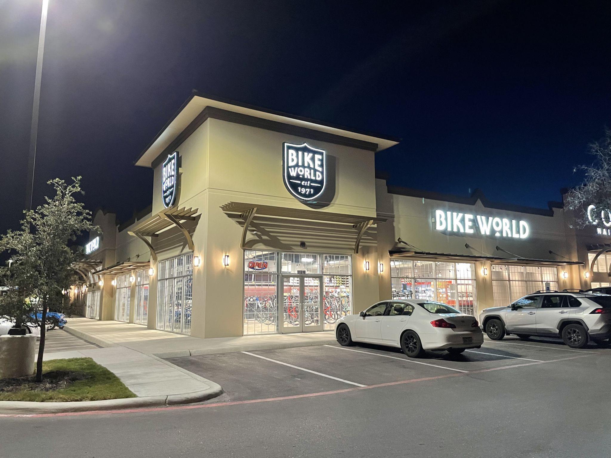 Bike World membuka lokasi Far Westside besok
