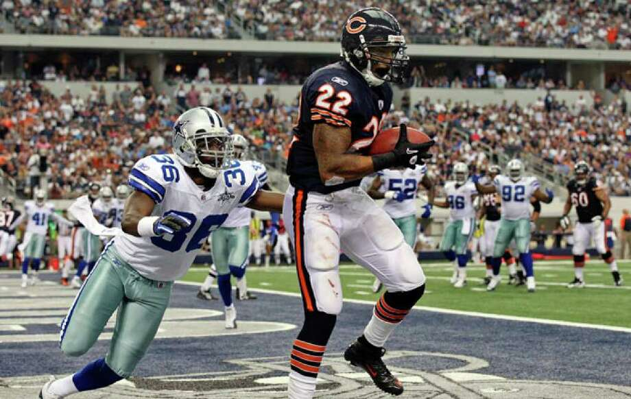Chicago Bears running back Matt Forte makes a touchdown catch with Dallas Cowboys defensive back Michael Hamlin slow to react Sunday. The Bears went ahead 27-17 after the extra point and held on at Cowboys Stadium.