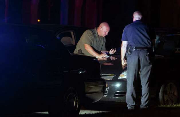 Stamford Police officers investigate a double shooting at 117 Southwood Dr. in Stamford, Conn. on Saturday, Sept. 25, 2010. Photo: Chris Preovolos / Stamford Advocate
