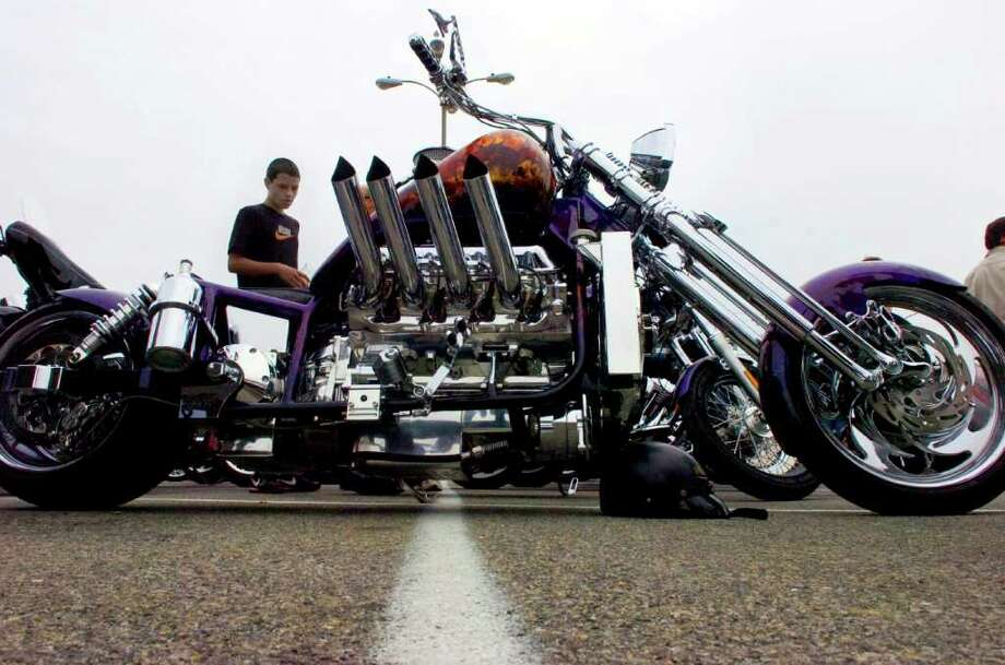 "Ryan Kupferschmid, 14, checks out Bruce Vetti's custom Boss Hoss at the Ponus Yacht Club during the second annual Thunder on the Sound ""Wheels for Meals"" motorcycle ride, car show and barbeque Sunday, September 26, 2010. Mayor Pavia led more than 50 bikers across 70 miles from High Ridge Road to the Ponus Yacht Club raising money for the Food Bank of Lower Fairfield County and the New Covenant House. Photo: Keelin Daly / Stamford Advocate"