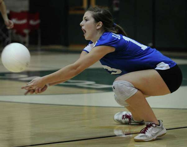 Fairfield Ludlowe's Kelly Rotondo digs the ball during her team's 3-0 win over Norwalk at Norwalk High School on Monday, September 27, 2010. Photo: Brian A. Pounds / Connecticut Post