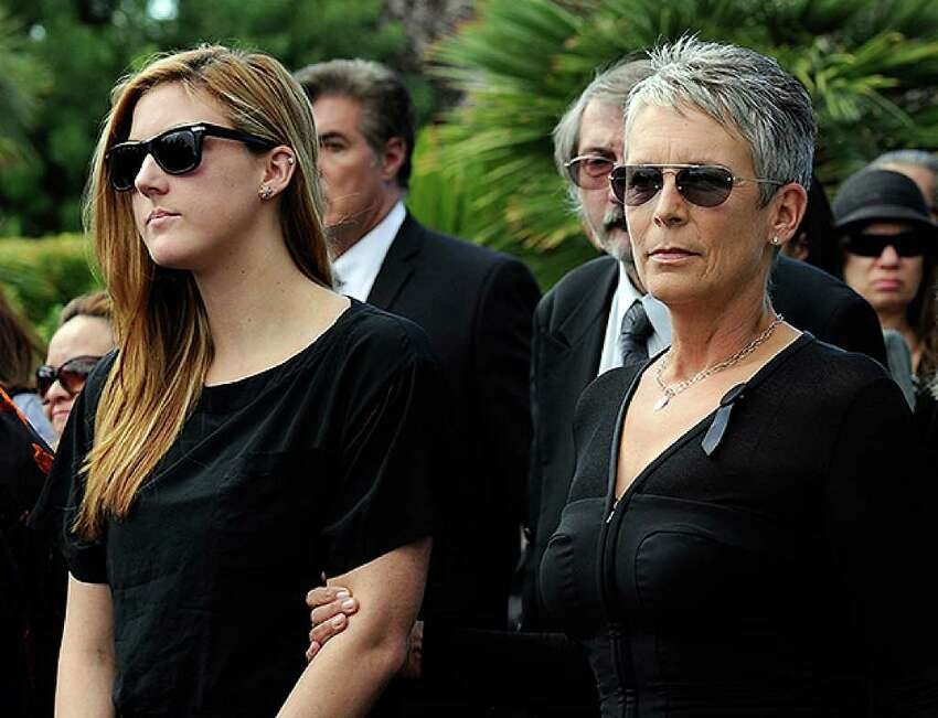 HENDERSON, NV - OCTOBER 04: Actress Jamie Lee Curtis (R) and her daughter Annie Guest attend the funeral for Curtis' father, actor Tony Curtis, at Palm Mortuary & Cemetary October 4, 2010 in Henderson, Nevada. Curtis died on September 29 at age 85. (Photo by Ethan Miller/Getty Images) *** Local Caption *** Annie Guest;Jamie Lee Curtis