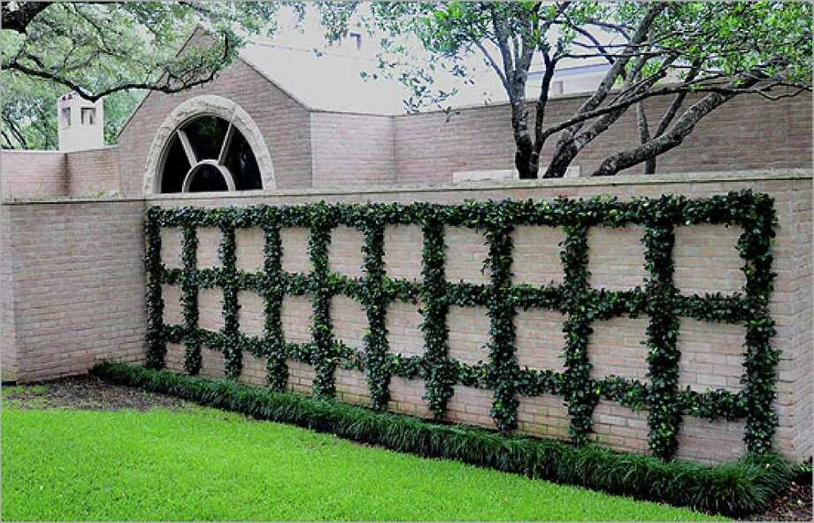 An espalier of Confederate jasmine sets a formal tone at the entrance to the Oak Canyon garden, one of six on the tour.