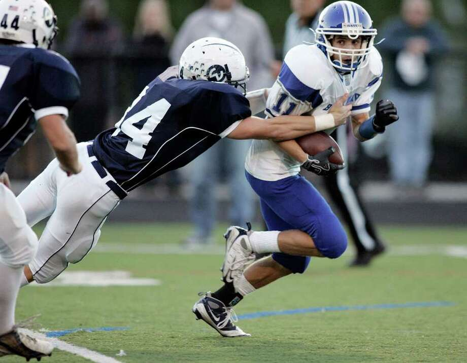 Darien vs. Wilton High School football.      © J. Gregory Raymond Photo: J. Gregory Raymond / Greenwich Time Freelance