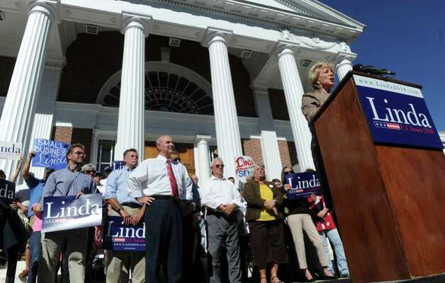 Linda McMahon speaks to supporters and protestors during a rally in Milford on Saturday, October 9, 2010. Photo: Lindsay Niegelberg / Connecticut Post