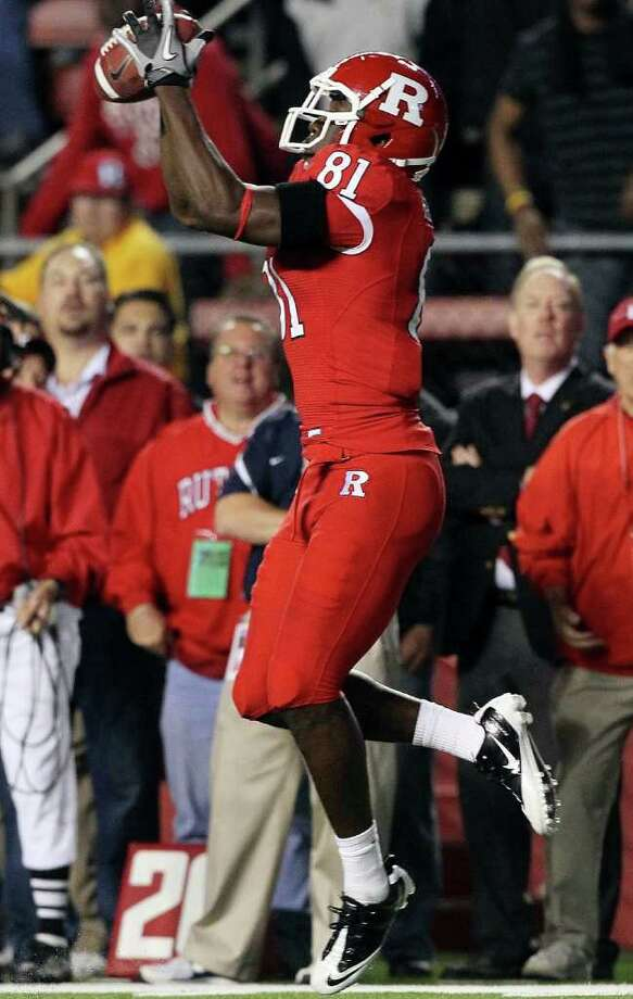 PISCATAWAY, NJ - OCTOBER 08:  Mark Harrison #81 of the Rutgers Scarlet Knights hauls in the game-tying touchdown pass against the Connecticut Huskies at Rutgers Stadium on October 8, 2010 in Piscataway, New Jersey. Rutgers defeated UConn 27-24.  (Photo by Jim McIsaac/Getty Images) *** Local Caption *** Mark Harrison Photo: Jim McIsaac, Getty Images / 2010 Getty Images