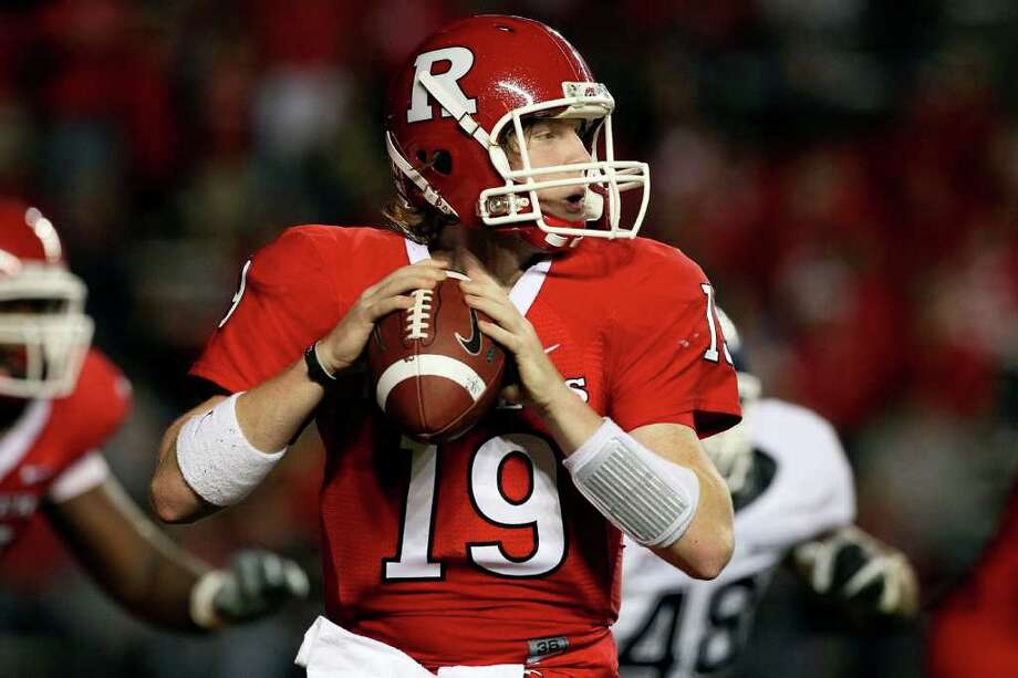 PISCATAWAY, NJ - OCTOBER 08:  Chas Dodd #19 of the Rutgers Scarlet Knights throws a pass against the Connecticut Huskies at Rutgers Stadium on October 8, 2010 in Piscataway, New Jersey.  (Photo by Jim McIsaac/Getty Images) *** Local Caption *** Chas Dodd Photo: Jim McIsaac, Getty Images / 2010 Getty Images