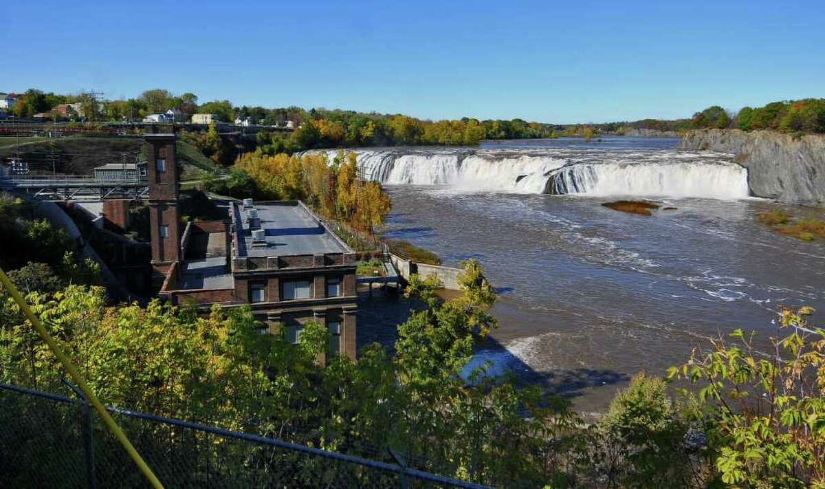 ew of Cohoes Falls and the School Street hydro plant, left, in Cohoes, NY on Sunday October 10, 2010. ( Philip Kamrass / Times Union )