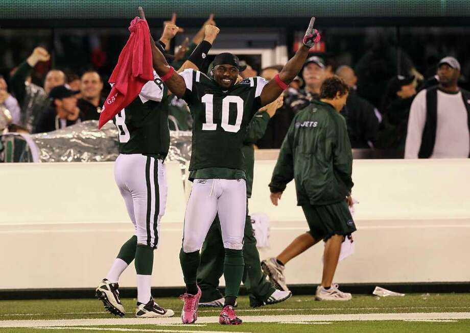 EAST RUTHERFORD, NJ - OCTOBER 11:  Santonio Holmes #10 of the New York Jets celebrates as Dwight Lowery #26 scored on a 26-yard interception return for a touchdown in the fourth quarter against the Minnesota Vikings at New Meadowlands Stadium on October 11, 2010 in East Rutherford, New Jersey.  (Photo by Jim McIsaac/Getty Images) *** Local Caption *** Santonio Holmes Photo: Jim McIsaac, Getty Images / 2010 Getty Images