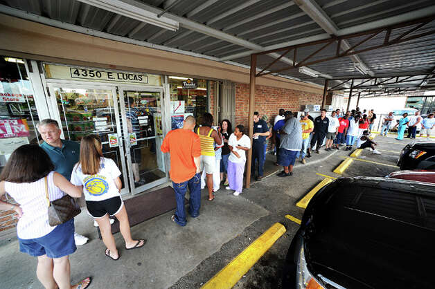 With several area banks closing in advance of Ike, residents line up at Sam's Package Store to cash checks to cover necessary evacuation expenses. Guiseppe Barranco