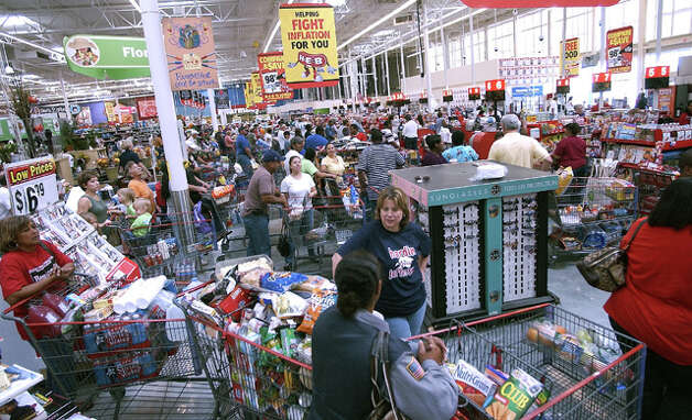 Customers swarm at the H-E-B grocery store on Dowlen Road stocking up on supplies in advance of Ike's arrival. Shoppers picked up pre-cooked foods, water, canned goods and ice.  Dave Ryan