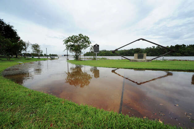 A Civil War memorial reflects in flood waters as the Neches River swells into Beaumont's Riverfront Park the day before Ike's landfall. Guiseppe Barranco