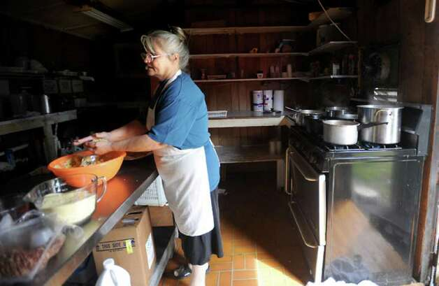 Connie McCraw cooks hot meals for the homebound at the Saratoga Cafe. Tammy McKinley