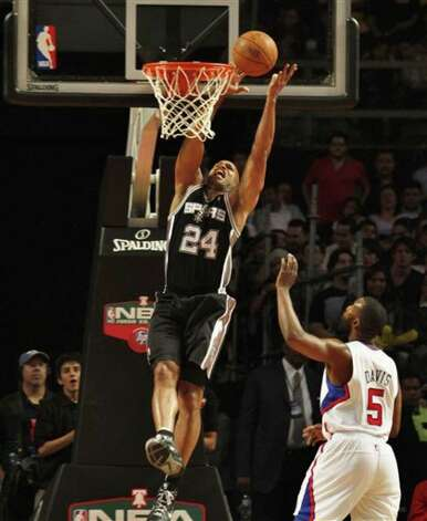 The Spurs' Richard Jefferson (left) scores in front of the Clippers' Baron Davis during the first half of Tuesday's preseason game.