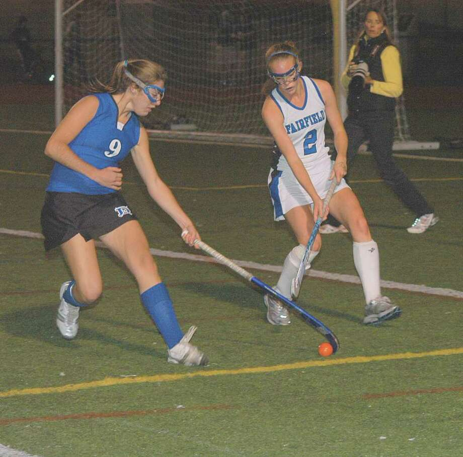 Darien's Julia Cobb snares in the ball during Tuesday night's Blue Wave win. Photo: Contributed Photo / Andy Hutchison, Contributed Photo / Darien News