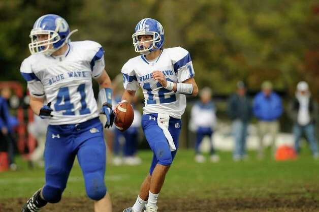 Trinity Catholic High School hosts Darien High School in varsity football in Stamford CT on Saturday, October 16, 2010. Photo: Shelley Cryan / Shelley Cryan freelance; Stamford Advocate Freelance