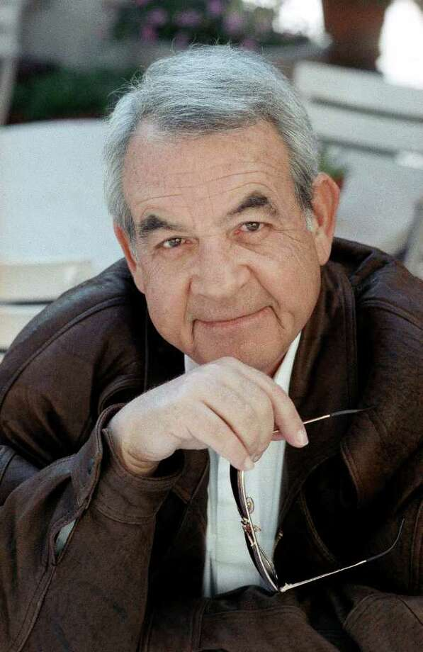 "FILE - In this Feb. 19, 1990 file photo, actor Tom Bosley poses during an interview in Los Angeles. Bosley, the patient, understanding father on television's long-running ""Happy Days,"" has died. Bosley died of heart failure early Tuesday, Oct 19, 2010 at a hospital near his Palm Springs home. He was 83. (AP Photo/Bob Galbraith, File) Photo: AP"