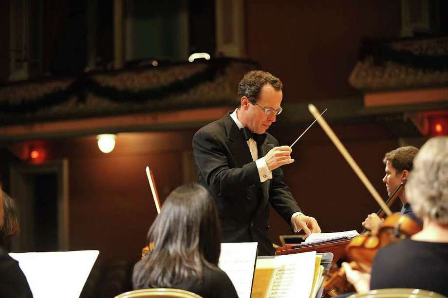 David Alan Miller conducts the Albany Symphony Orchestra. (Gary D. Gold Photography)