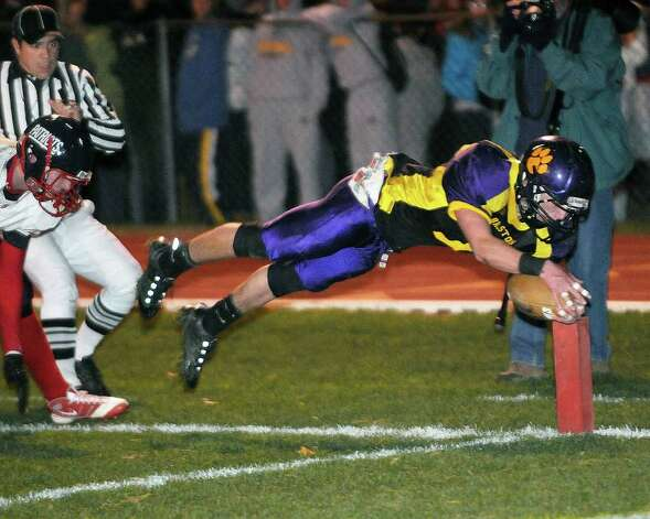 Ballston Spa's Kyle Warmt dives for a touchdown against Schenectady. (Hans Pennink / Special to the Times Union) Photo: Hans Pennink
