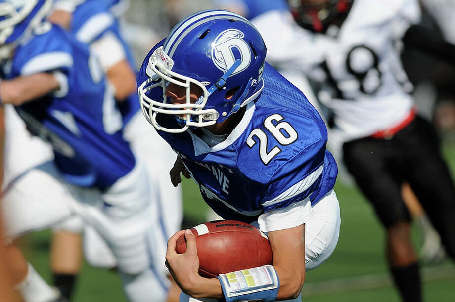 Darien High School hosts Red Lion Christian Academy in Darien, CT on Saturday, October 23, 2010. Photo: Shelley Cryan / Shelley Cryan freelance; Stamford Advocate Freelance